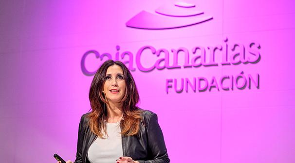 """ForoE - """"El poder de las neuroventas"""" con Laura Cantizano. Espacio Cultural de CajaCanarias © Aarón S. Ramos/FYDE"""